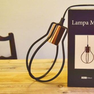 Fin lampe med lang ledning